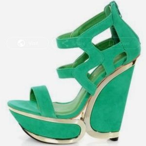 ❌Final Price❌NWT Privileged Green and Gold Wedges